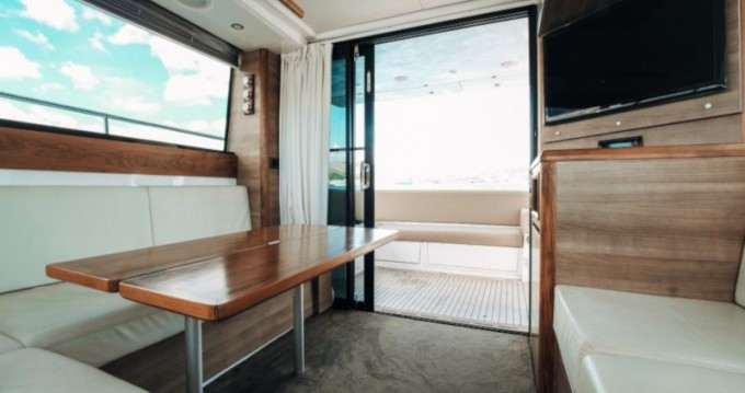 Rental yacht  - Sealine Sealine F 450 on SamBoat