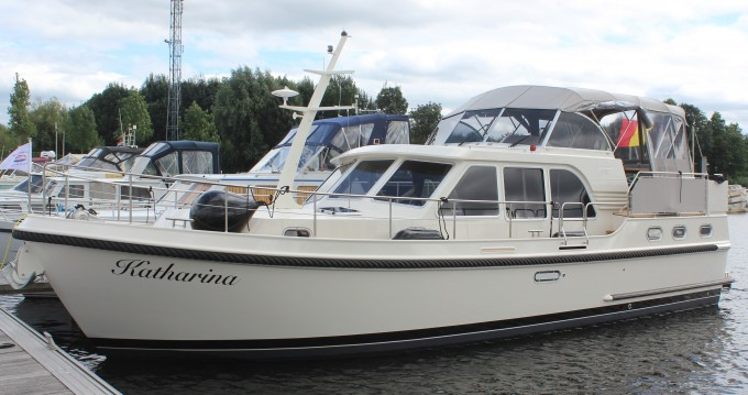 Motorboat for rent Kinrooi at the best price