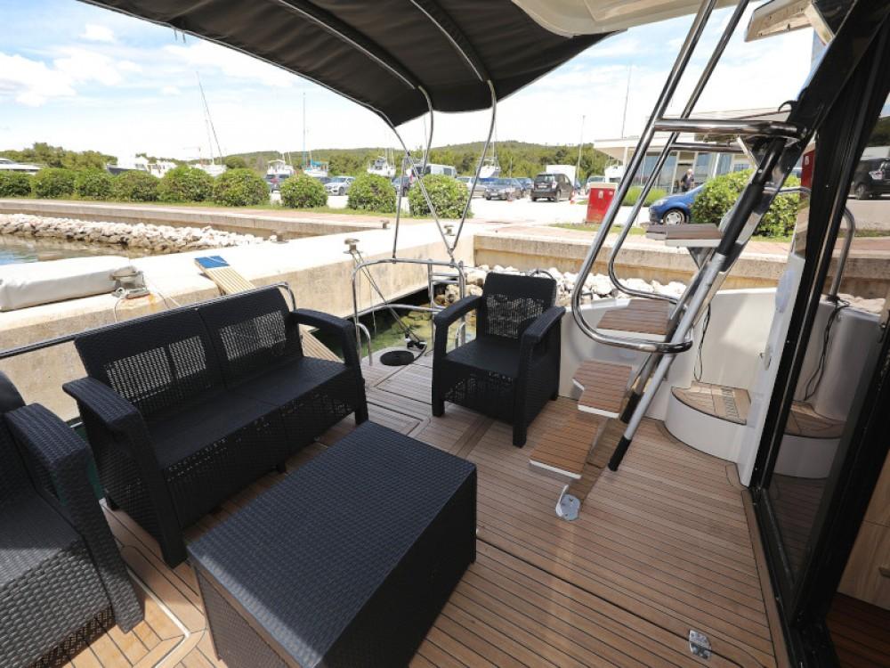 Rental yacht Sukošan - Cobra Futura 40 Grand Horizon on SamBoat
