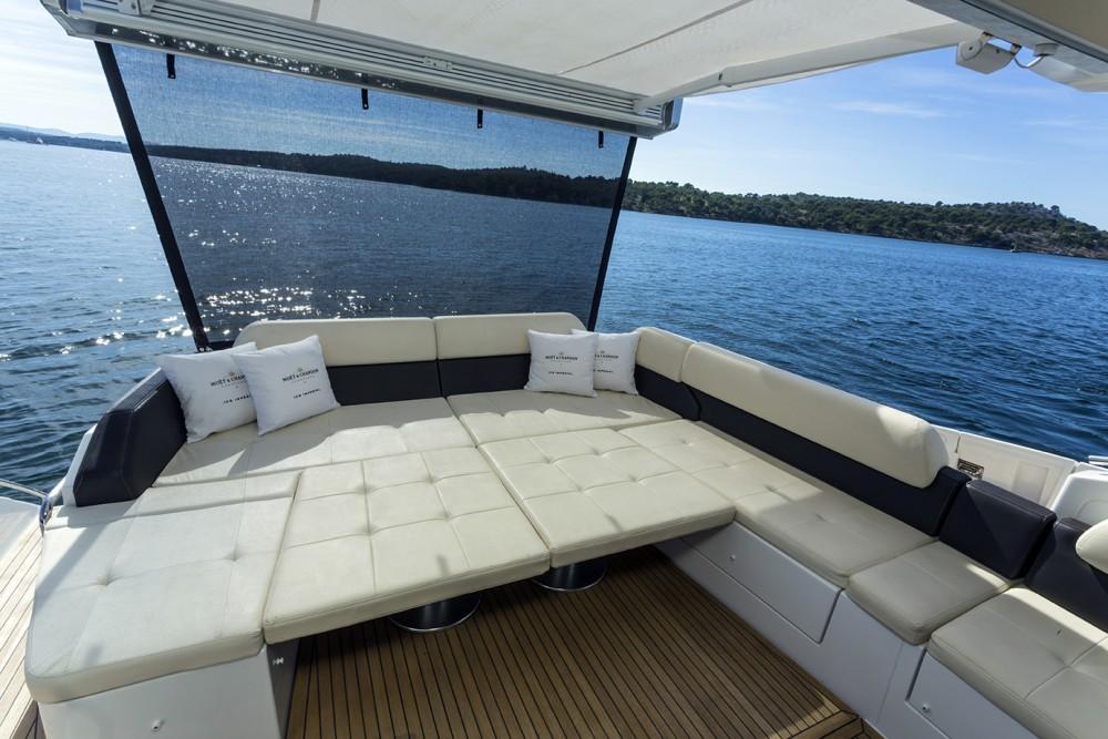 Rental yacht  - Azimut Azimut 55 S on SamBoat