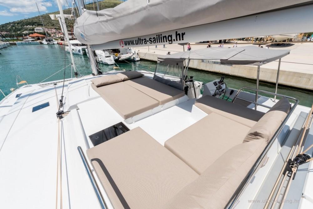 Boat rental Fountaine Pajot Saona 47 quintet in Donji Seget on Samboat