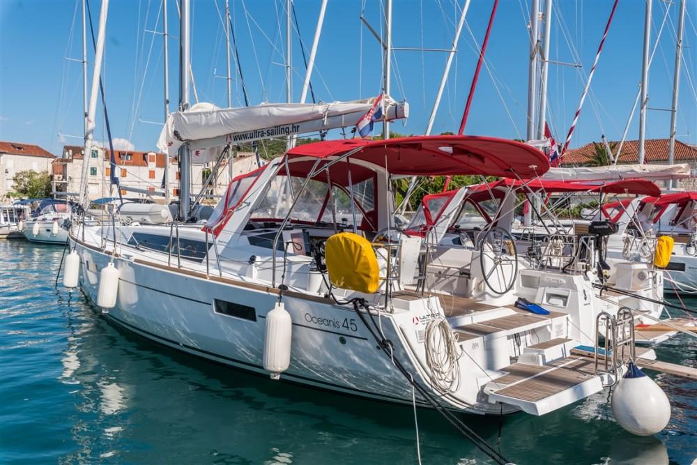 Boat rental Bénéteau Oceanis 45 in Split on Samboat