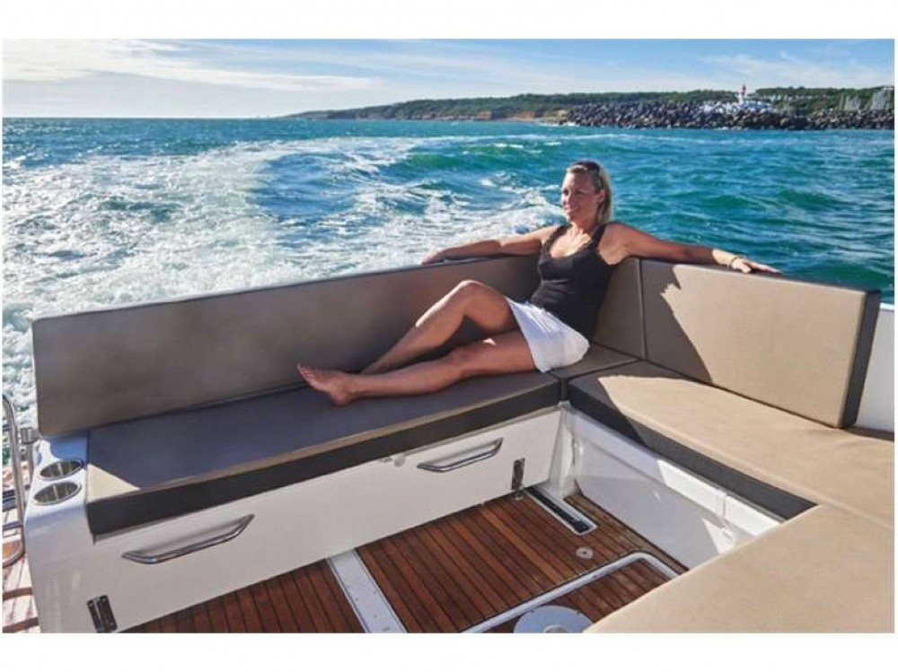 Motor boat for rent Marina Kaštela at the best price