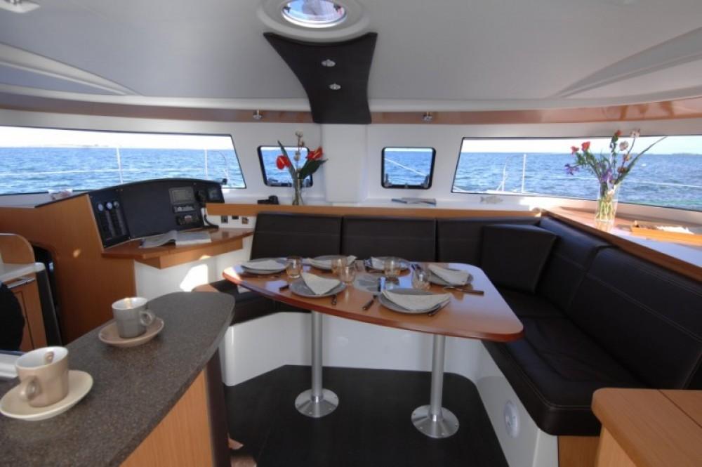 Rental Catamaran in Saint-Mandrier-sur-Mer - Fountaine Pajot Lipari 41