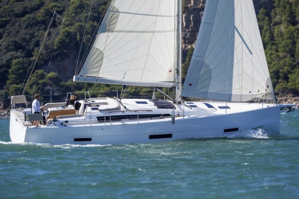 Boat rental Dufour-Yacht Dufour 430 in Marseille on Samboat