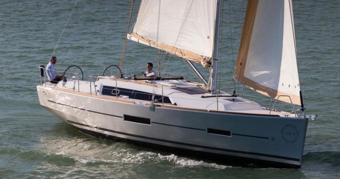 Rental Sailboat in Saint-Mandrier-sur-Mer - Dufour Dufour 382 Grand Large