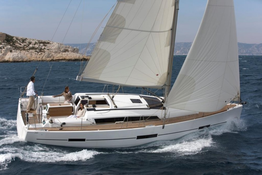 Dufour Dufour 410 Grand Large between personal and professional Saint-Mandrier-sur-Mer