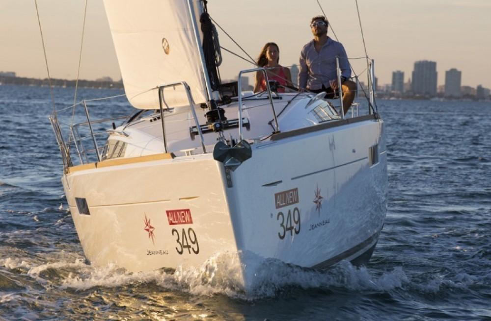Jeanneau Sun Odyssey 349 between personal and professional Saint-Mandrier-sur-Mer