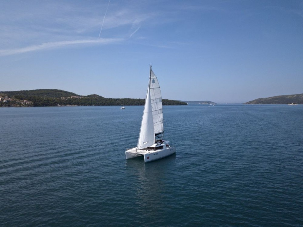 Boat rental Lagoon Lagoon 450 F in Trogir on Samboat