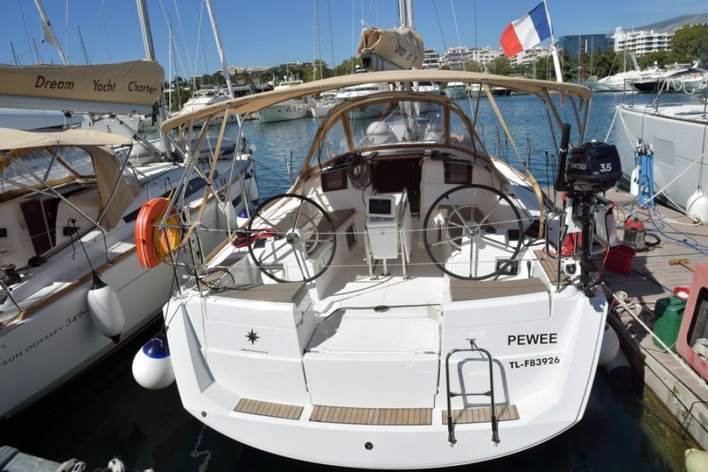 Jeanneau Sun Odyssey 389 between personal and professional Kos