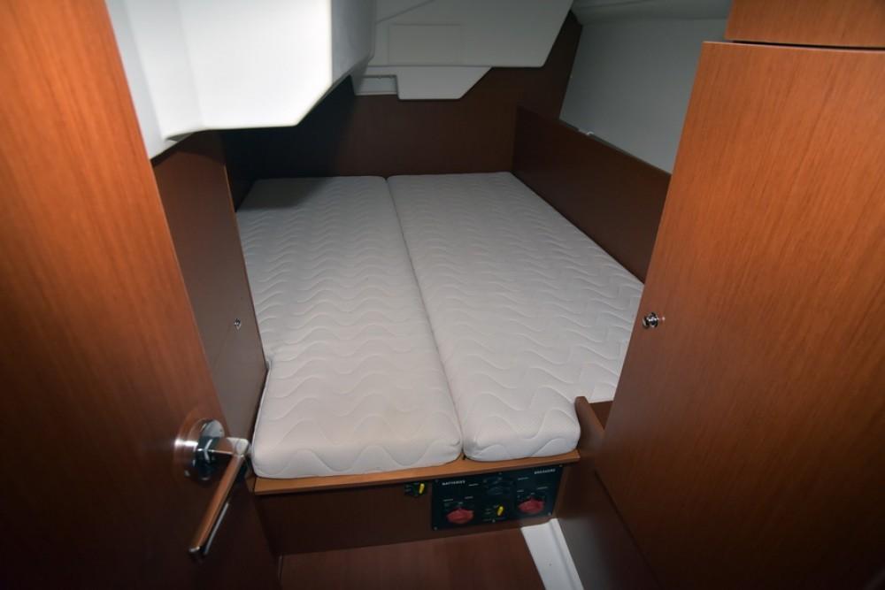 Rental yacht  - Bénéteau Oceanis 38 on SamBoat