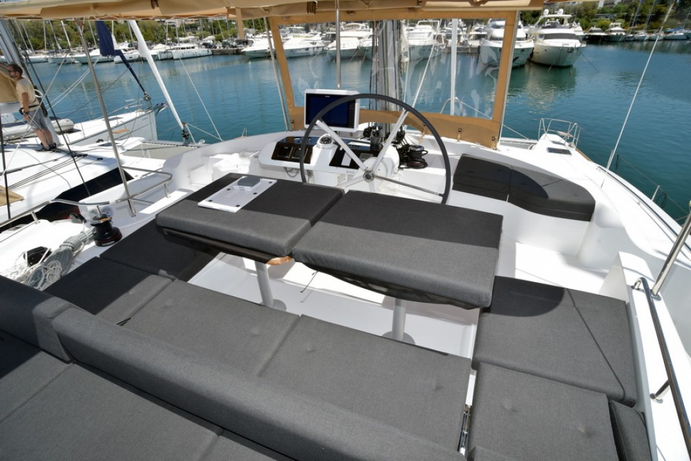 Hire Catamaran with or without skipper Lagoon Athènes