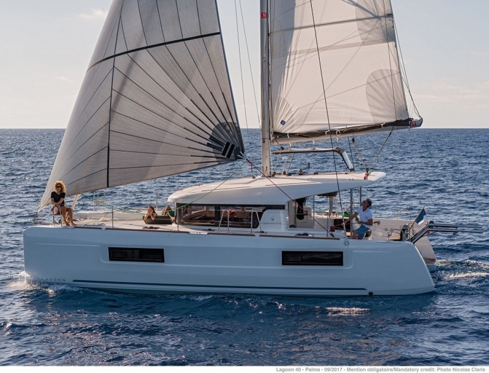 Boat rental Corfu cheap Lagoon 40