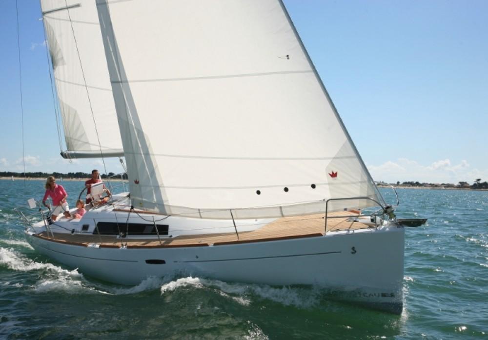 Rental yacht Athens - Bénéteau Oceanis 37 on SamBoat