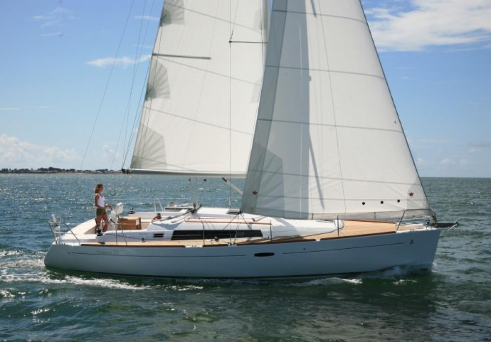 Rental Sailboat in Athens - Bénéteau Oceanis 37