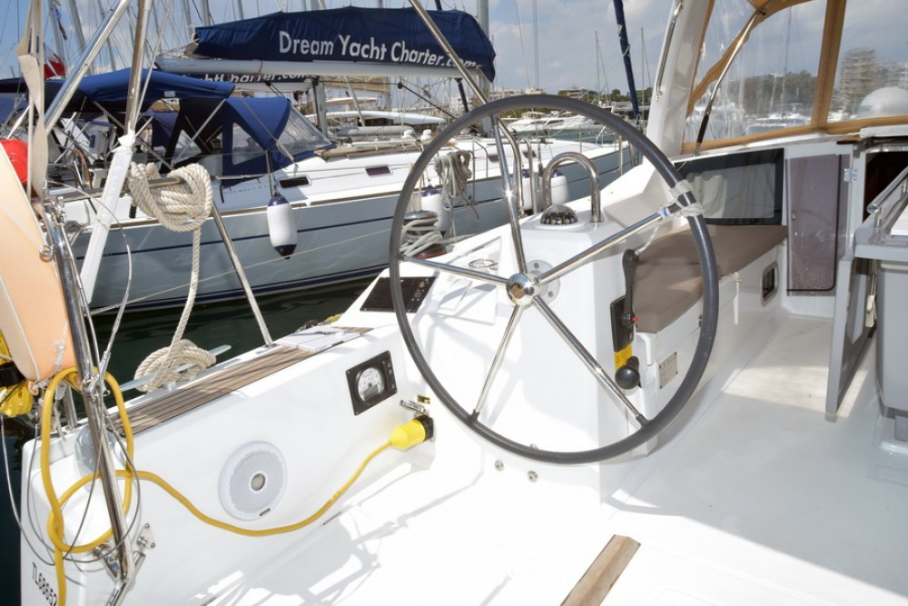 Bénéteau Oceanis 41.1 between personal and professional Athens