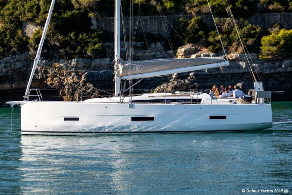 Dufour-Yacht Dufour 430 between personal and professional