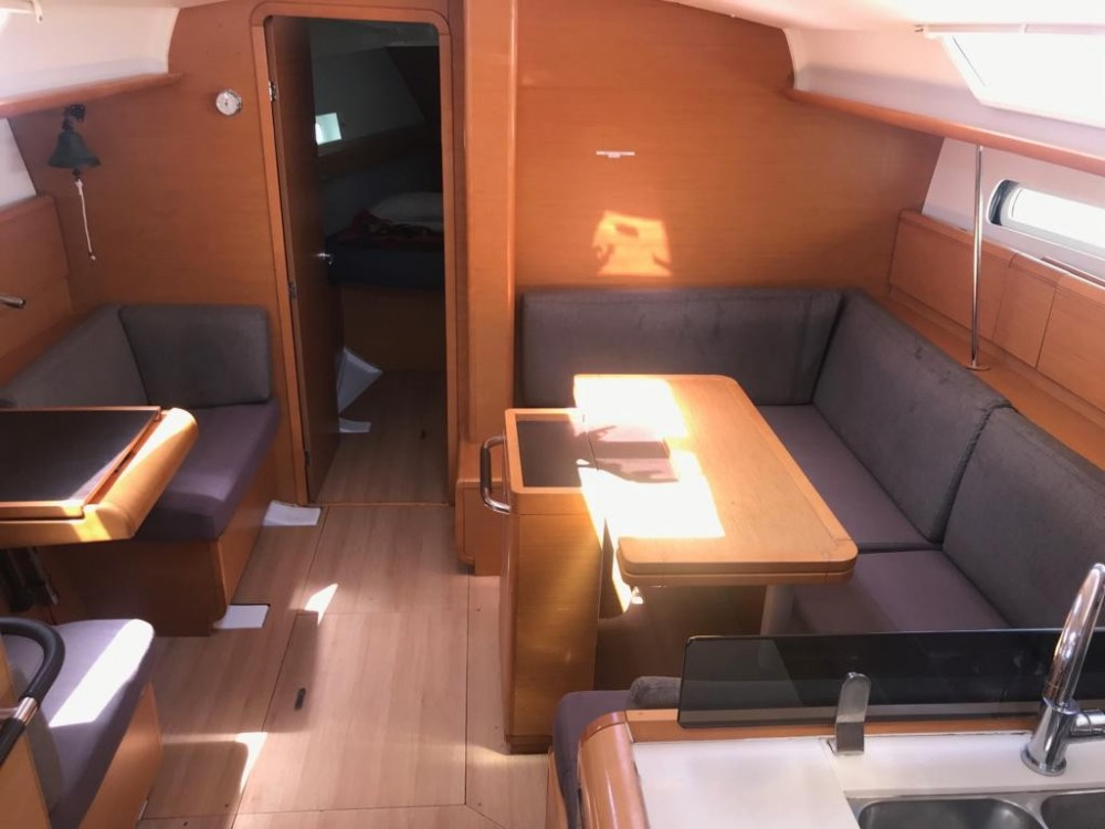 Jeanneau Sun Odyssey 409 between personal and professional