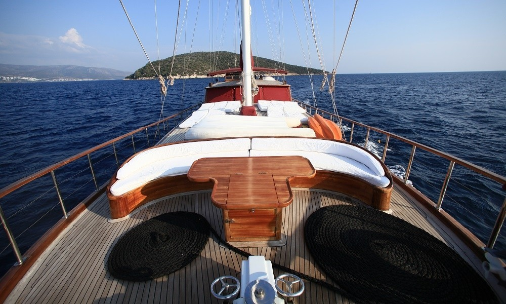 Rental Sailboat Custom with a permit