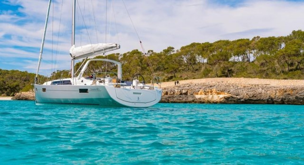 Boat rental Bénéteau Oceanis 411 in Peloponnese, Western Greece and the Ionian on Samboat