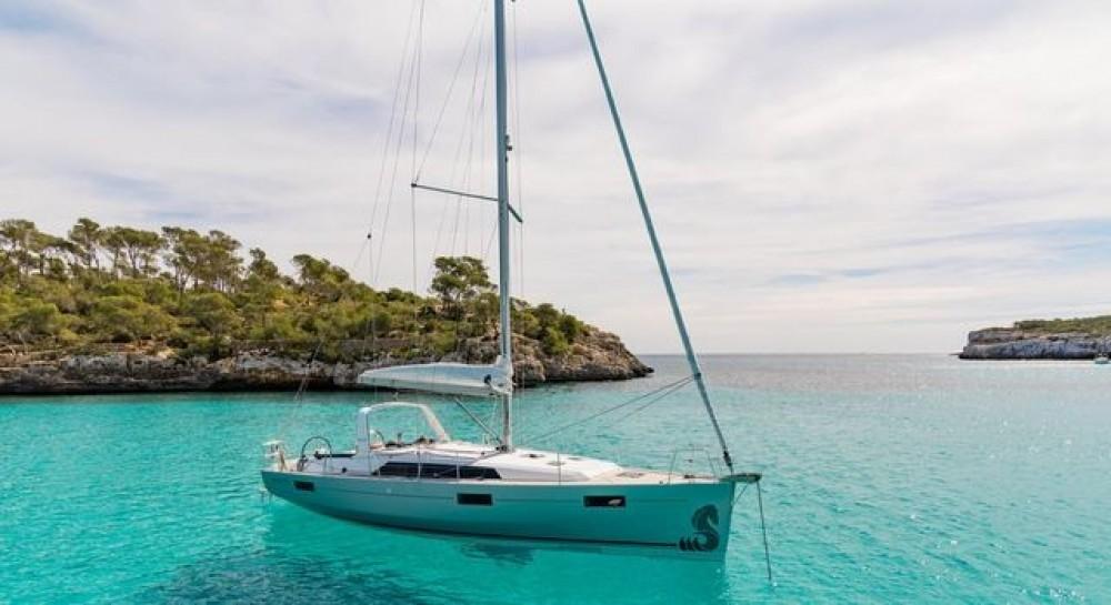 Rent a Bénéteau Oceanis 411 Peloponnese, West Greece and Ionian Sea