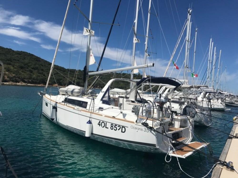 Rent a Bénéteau Oceanis 35.1 Rosignano Marittimo