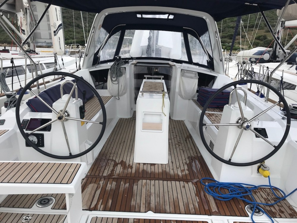 Rental Sailboat in Olbia - Bénéteau Oceanis 38.1