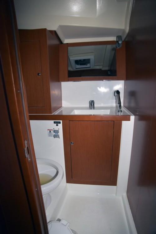 Boat rental Athens cheap Oceanis 41.1