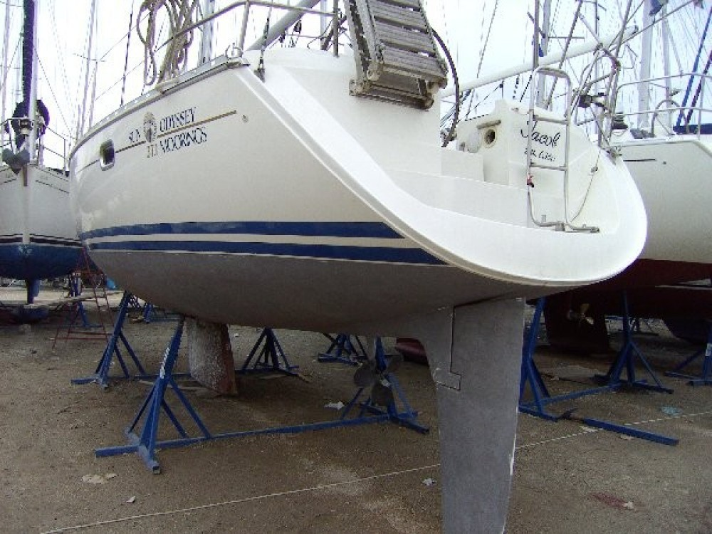 Jeanneau Sun Odyssey 37.1 between personal and professional Athens