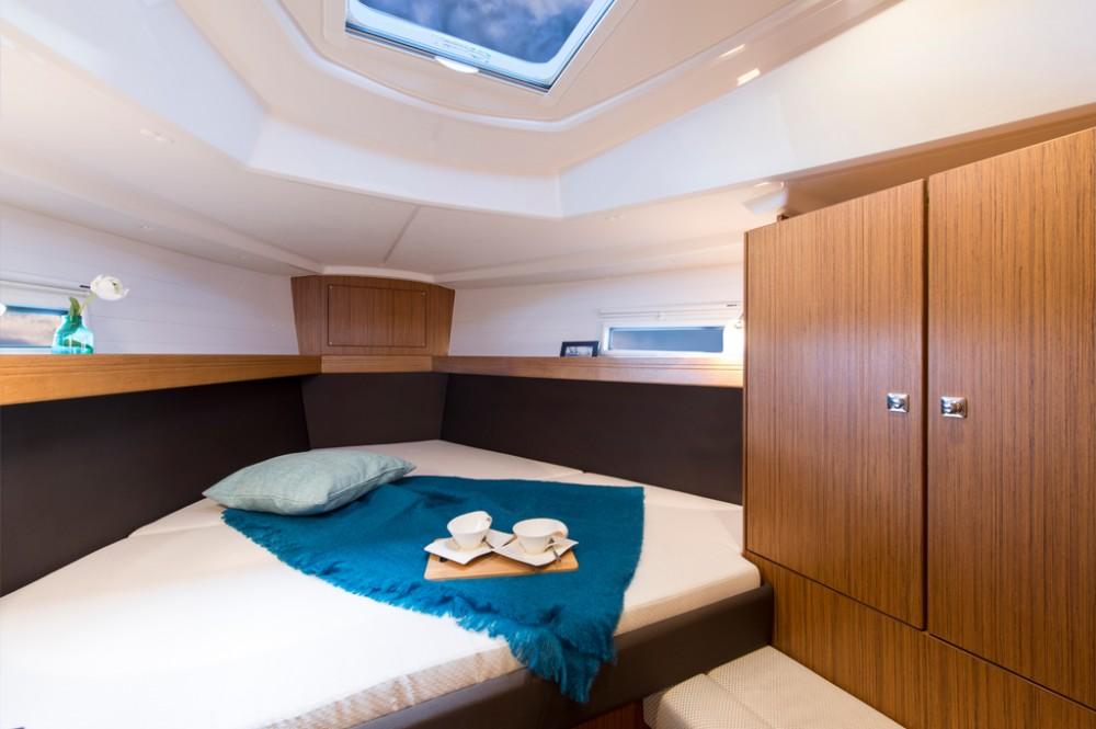 Boat rental  cheap Bavaria 37