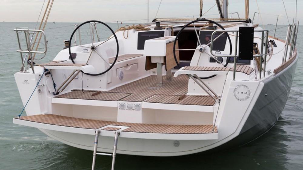 Rental Sailboat in Corfu - Dufour Dufour 382 Grand Large