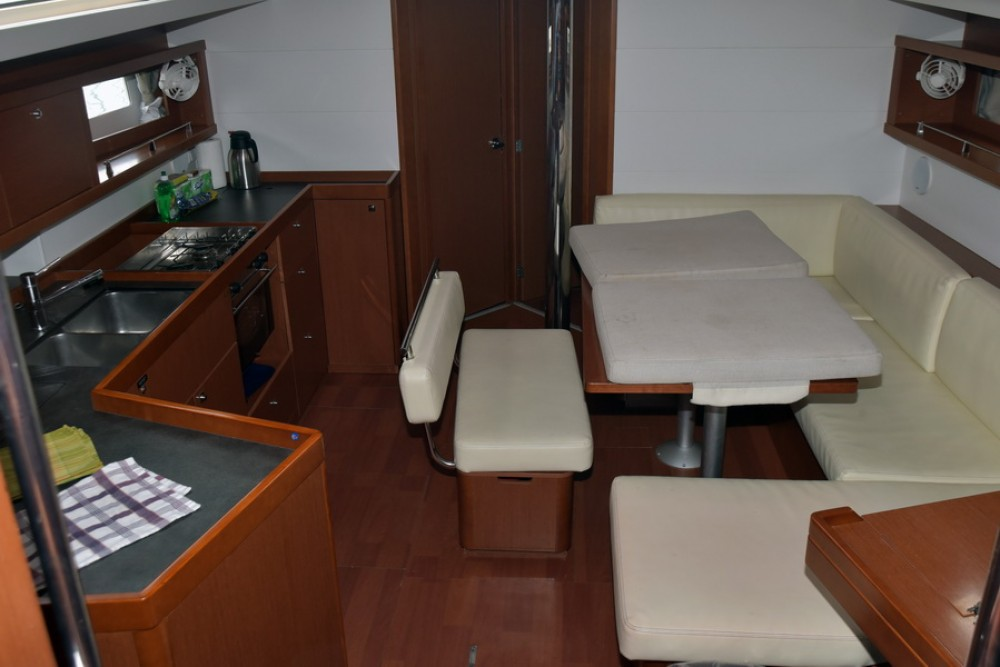 Rental Sailboat in Athens - Bénéteau Oceanis 45