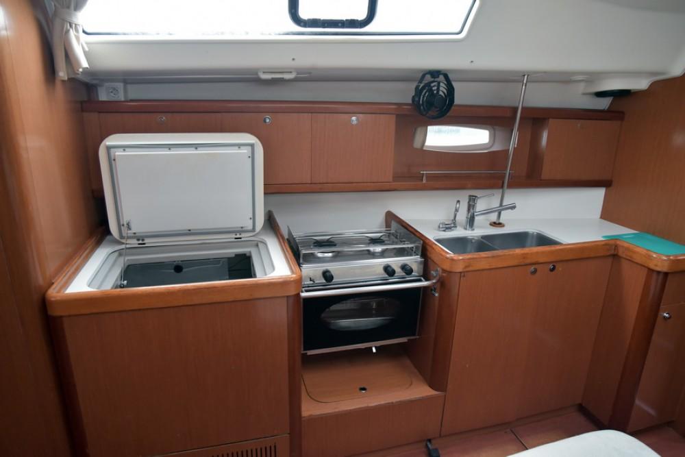 Rental yacht Laurium - Bénéteau Oceanis 43 on SamBoat