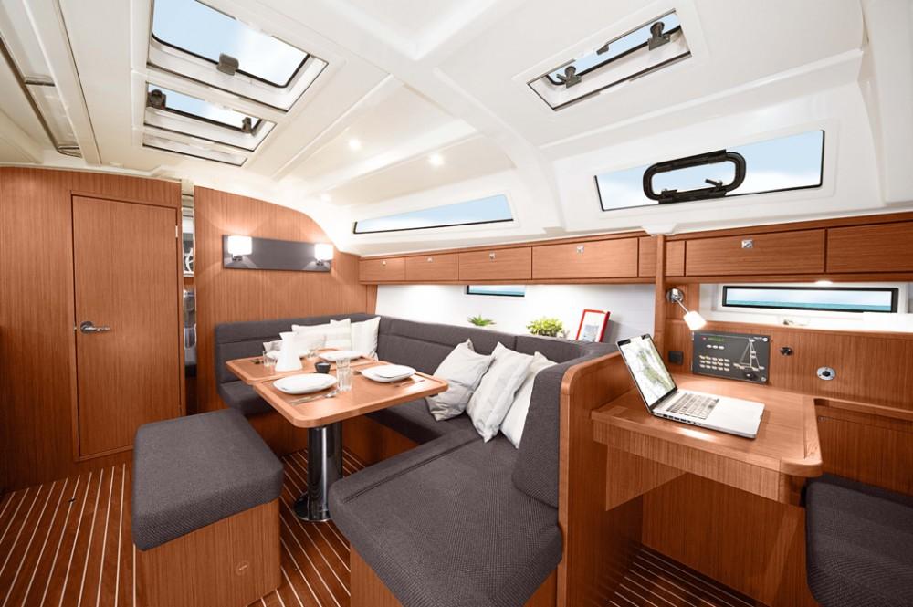 Rental yacht Cos - Bavaria Bavaria 41 on SamBoat