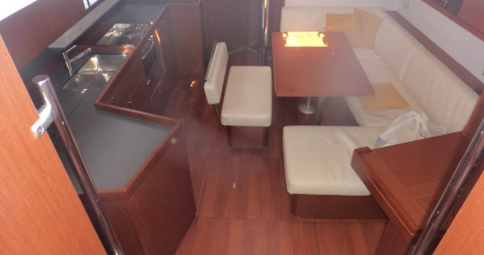 Boat rental Bénéteau Oceanis 45 in Grecia on Samboat