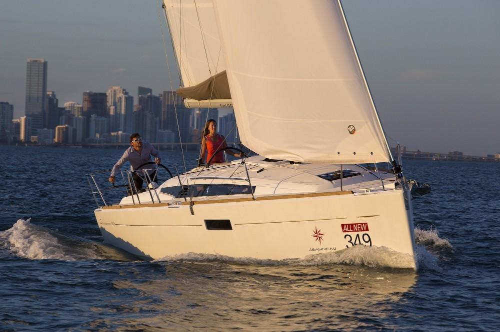 Boat rental Jeanneau Sun Odyssey 349 in Laurium on Samboat