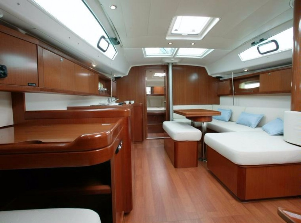 Bénéteau Oceanis 40 between personal and professional Athens