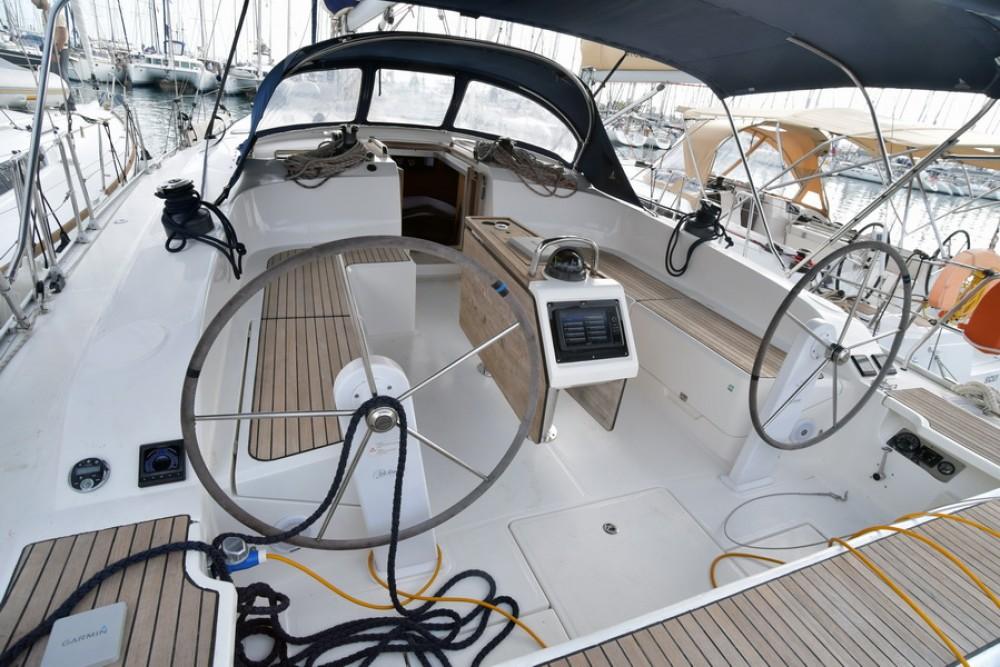 Boat rental Bavaria Bavaria 51 Cruiser in Athens on Samboat