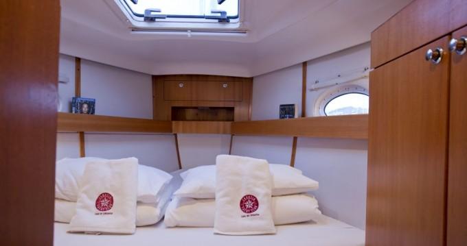 Boat rental Elan Elan 434 Impression in Trogir on Samboat