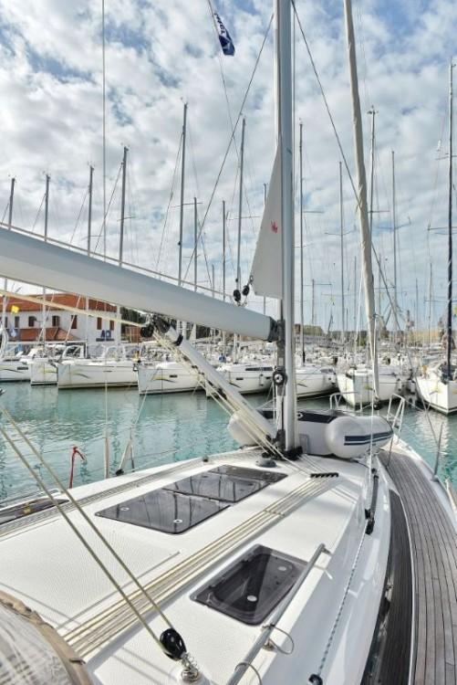 Rental Sailboat in  - Bavaria Cruiser 37