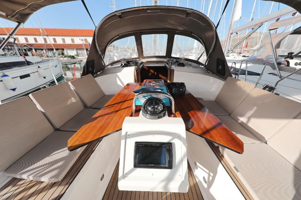 Boat rental Bavaria Cruiser 37 in Trogir on Samboat