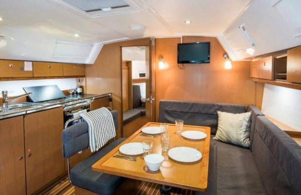 Rent a Bavaria Bavaria Cruiser 40 S