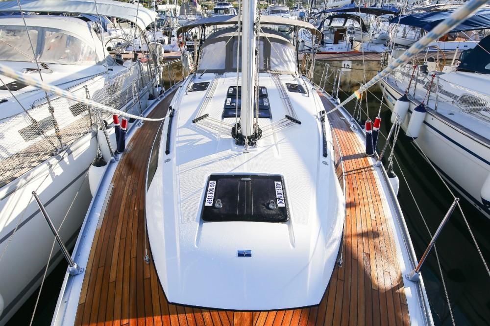 Rent a Bavaria Cruiser 37 Grad Pula