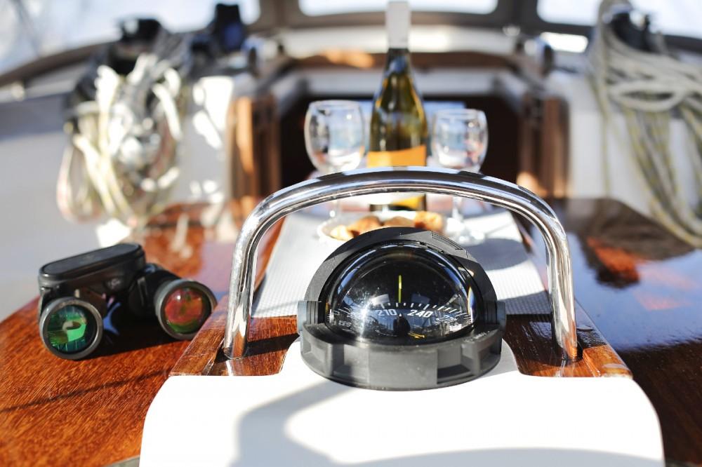 Rental yacht Grad Pula - Bavaria Cruiser 37 on SamBoat