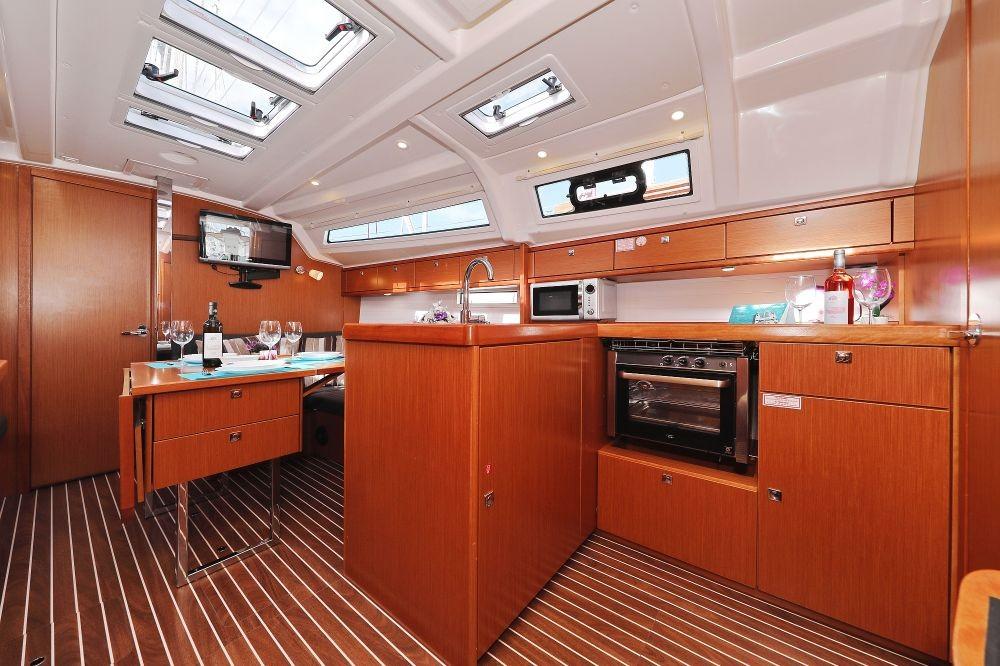 Boat rental  cheap Cruiser 37