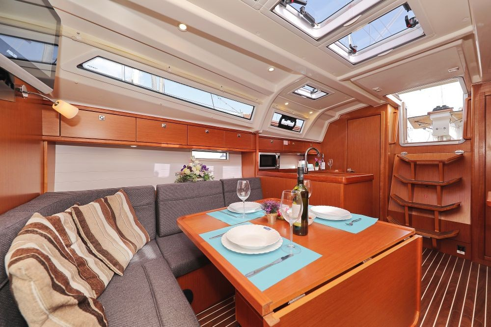 Rent a Bavaria Cruiser 37