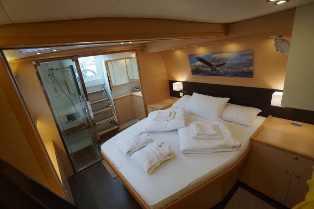 Boat rental Lagoon Lagoon 560 S2 - 5 + 1 cab. in  on Samboat