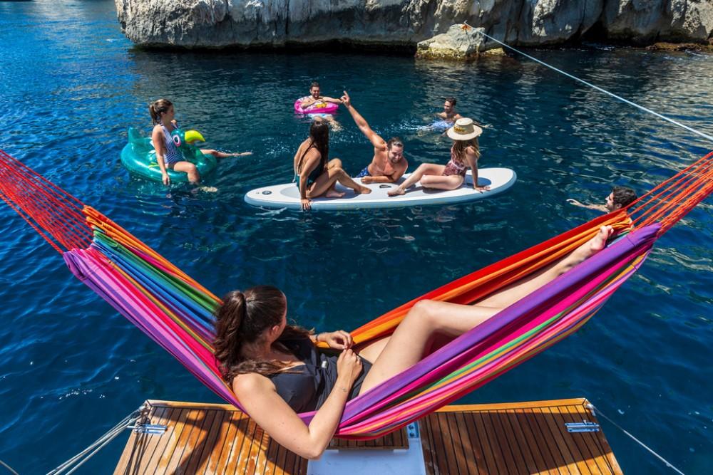 Boat rental Tortola cheap Sun Loft 47 - 6+1 cab.