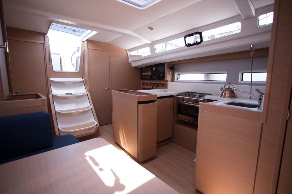 Rental yacht Baléares - Jeanneau Sun Odyssey 440 on SamBoat