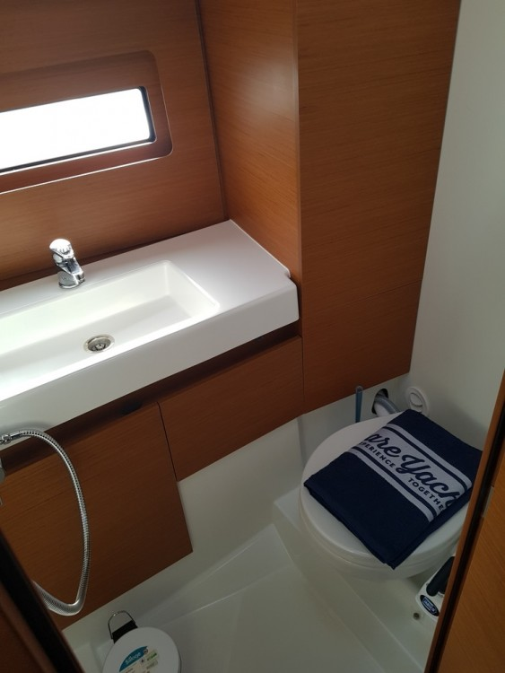 Rental yacht Seget Donji - Jeanneau Sun Loft 47 - 6+1 cab. on SamBoat